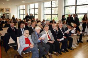 Die Überlebenden bei der offiziellen Begrüßung im Löwensaal der Stadthalle